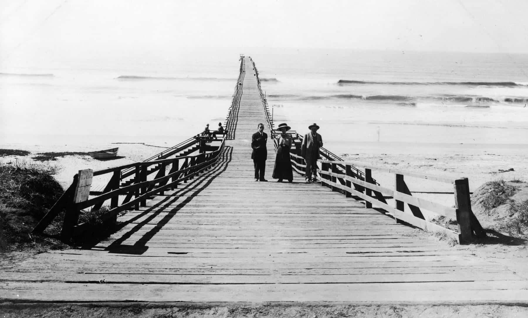 People on the Oceanside Pier in 1904