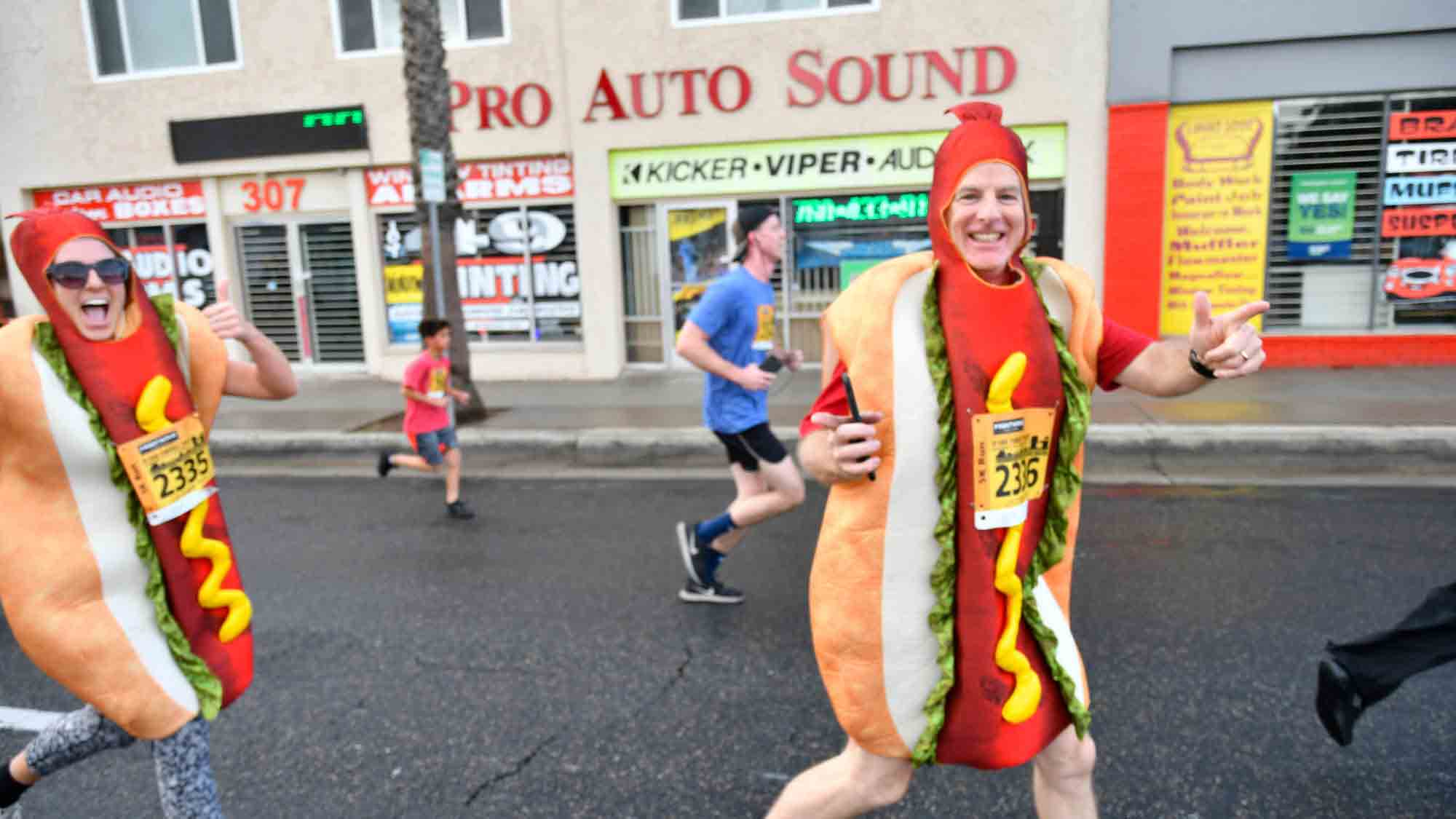 Oceanside Turkey Trot Hot Dogs Photo by Rich Cruse